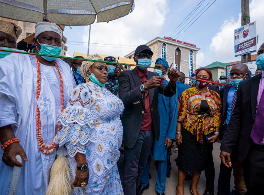 L-R: Ojora of Ijora, Oba AbdulFatai Aremu Aromire; Chairman of Apapa Iganmu LCDA, Dr. Olufunmilayo Muhammed; Lagos State Governor, Mr. Babajide Sanwo-Olu and Commissioner for Works and Infrastructure, Mrs. Aramide Adeyoye during the commissioning of a Road at Badia, Ijora, on Friday, November 27, 2020.