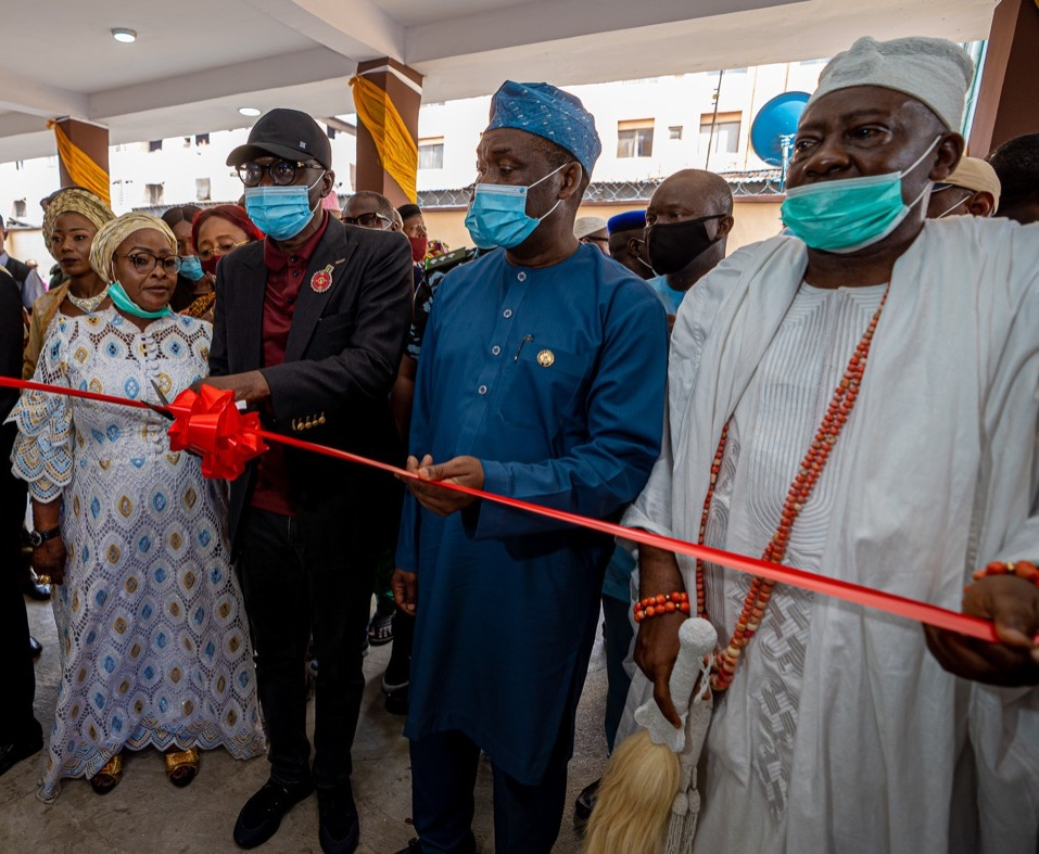 L-R: Chairman, Apapa Iganmu LCDA, Dr. Olufunmilayo Muhammed; Lagos State Governor, Mr. Babajide Sanwo-Olu; Deputy Governor, Dr. Obafemi Hamzat and Ojora of Ijora, Oba AbdulFatai Aremu Aromire during the commissioning of an Ultra-Modern Apapa Iganmu LCDA Secretariat Extension, Badia, on Friday, November 27, 2020.