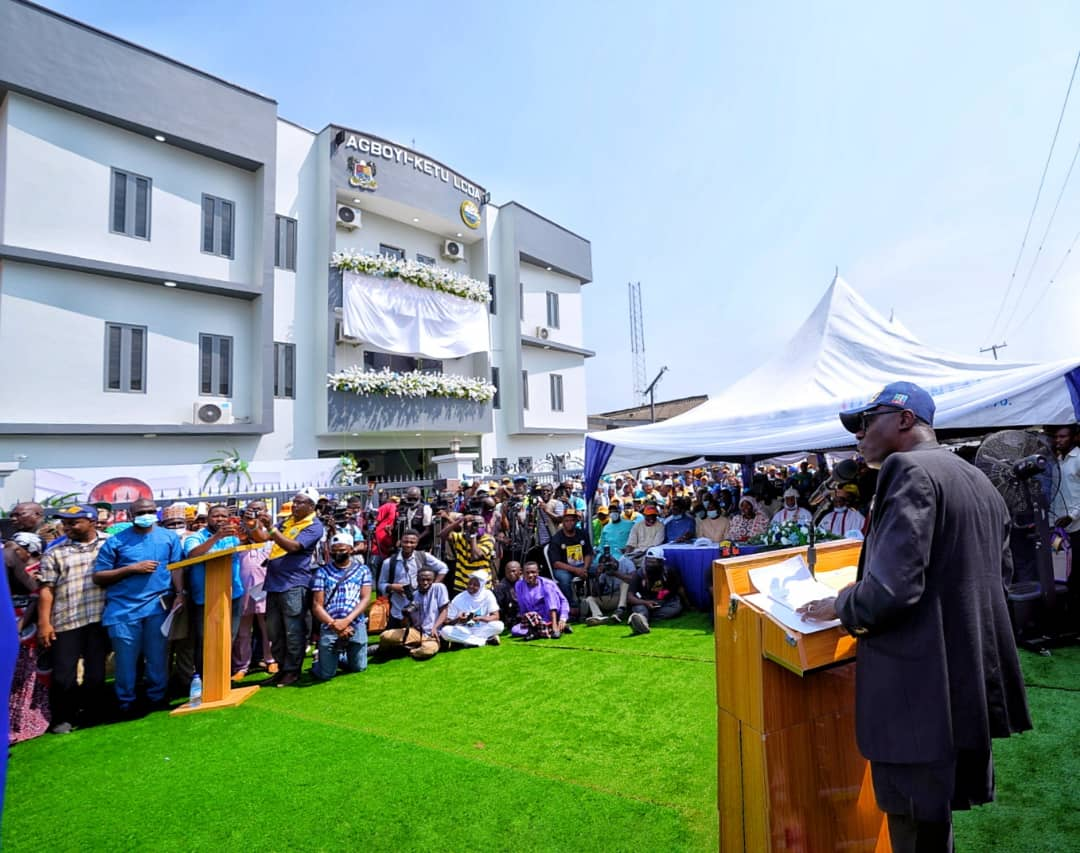 Lagos State Governor, Mr. Babajide Sanwo-Olu (right) making his remarks during the commissioning of the newly constructed 28-Room Senator Bayo Osinowo Administrative Block at Agboyi-Ketu LCDA Secretariat, Alapere, on Friday, November 27, 2020.