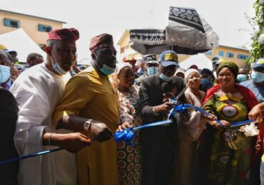 GOV. SANWO-OLU COMMISSIONS THE NEWLY CONSTRUCTED 28-ROOM SENATOR BAYO OSINOWO ADMINISTRATIVE BLOCK, AT AGBOYI-KETU LOCAL COUNCIL DEVELOPMENT SECRETARIAT, ALAPERE, ON FRIDAY, 27TH NOVEMBER, 2020.