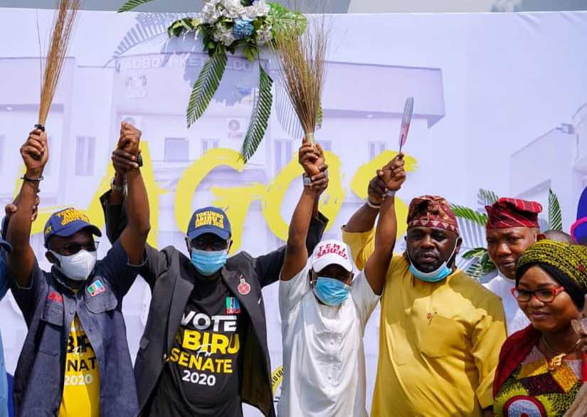 L-R: APC Lagos East Senatorial District Candidate, Mr. Tokunbo Abiru; Lagos State Governor, Mr. Babajide Sanwo-Olu; APC Lagos Assembly, Kosofe Constituency 2 Candidate, Hon. Femi Saheed; Executive Chairman, Agboyi-Ketu LCDA, Hon. Oladele Oshinowo; Representing Kosofe Constituency 1 in the Lagos house of Assembly, Hon. Sanni Okanlawon and Chairman, Ikosi-Isheri LCDA, Princess Bolanle Bada, during the commissioning of the newly constructed 28-Room Senator Bayo Osinowo Administrative Block at Agboyi-Ketu LCDA Secretariat, Alapere, on Friday, November 27, 2020.